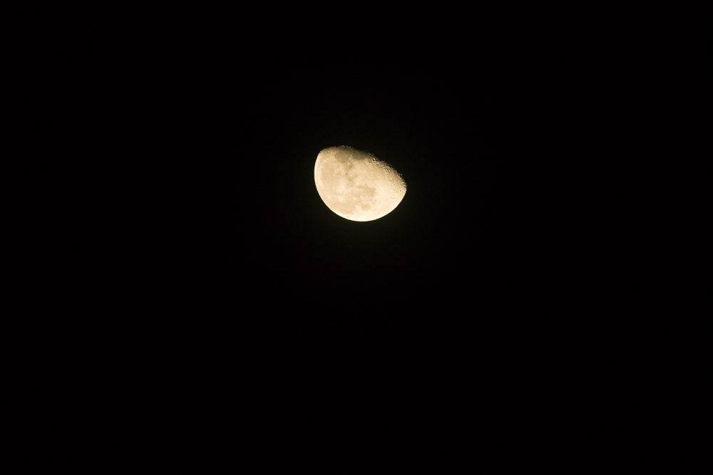 Uncropped shot of the moon taken on the J4 using the Nikkor AF-S 70-200mm f/4G VR mounted via the FT-1 adaptor.